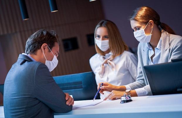 Tham gia cách ly y tế đối với hành khách từ nước ngoài về